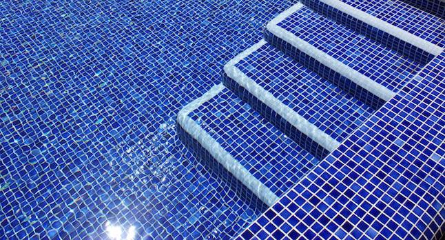 Restauracion del lechazo y sustitucion de gresites con nuestro mantenimiento de piscinas en Villaviciosa de Odon
